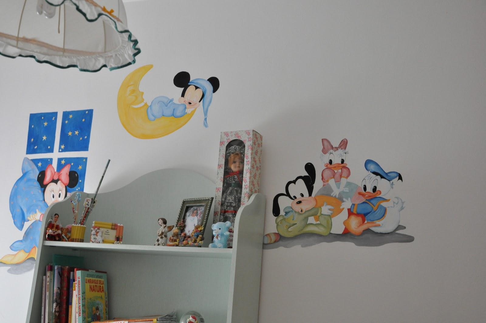 LA ROSA DI MONTE: Baby Walt Disney dipinti sul muro