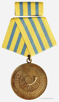 233a Verdienstmedaille der Deutschen Post in Gold www.ddrmedailles.nl