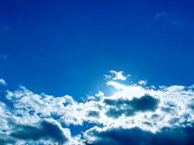 ¿Por qué el cielo cambia de color en el transcurso del día?