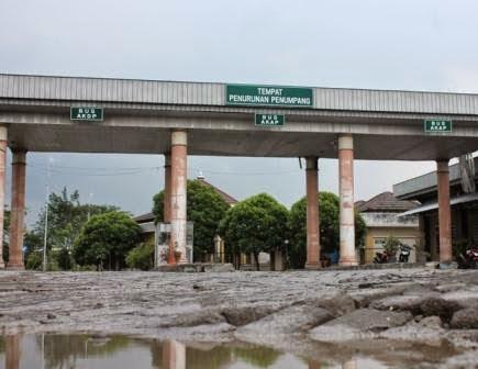 Berita foto dan Video SINAR NGAWI Terbaru: Tak becus kelola terminal type A Kertonegoro Ngawi, Pemerintah pusat akan ambil alih pengelolaan.