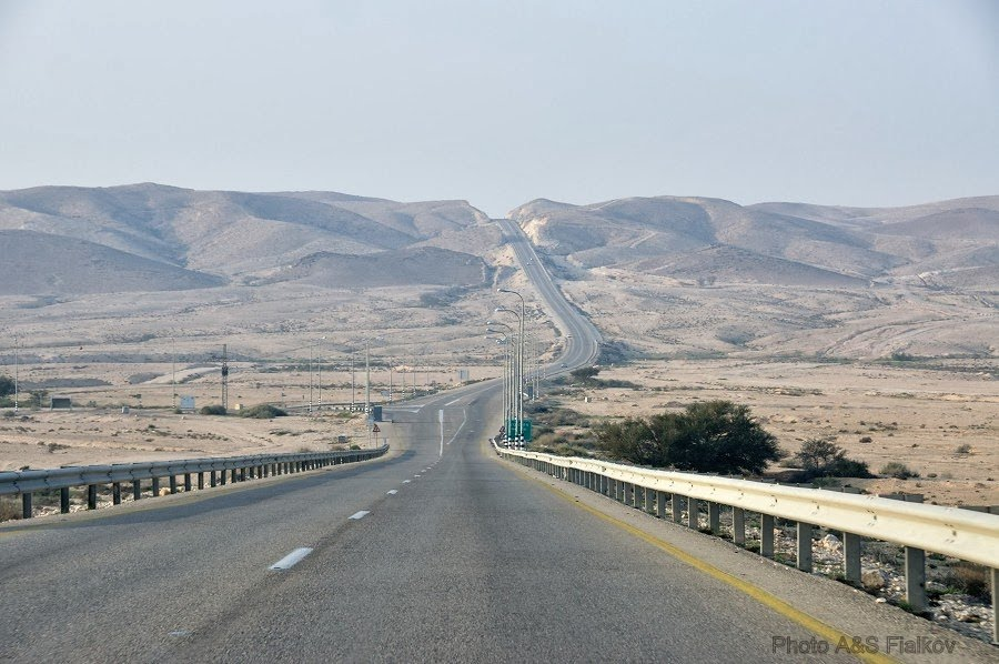 Дорога номер 40 в пустыне Негев.