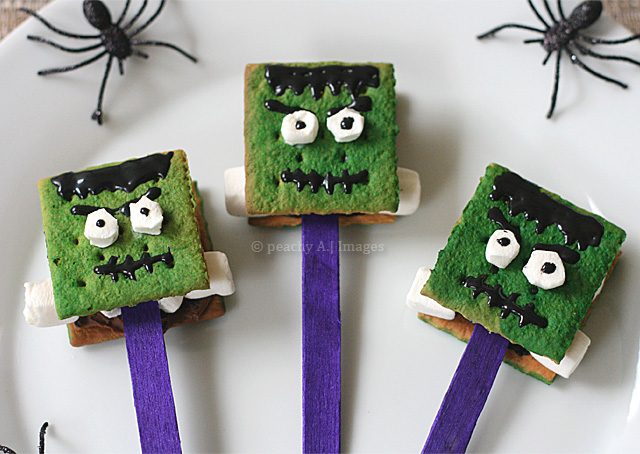 FrankenS'mores Pops, your favorite Halloween Character turned into s'mores | www.thepeachkitchen.com