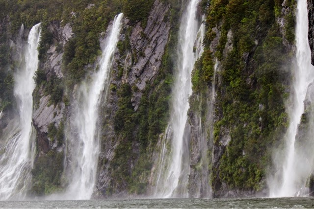 milford_sound_waterfalls_new_zealand_four_sisters