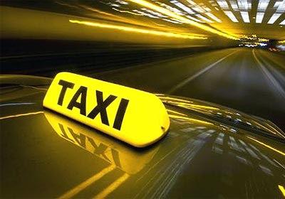 ผู้หญิงนั่งแท็กซี่ให้ปลอดภัย