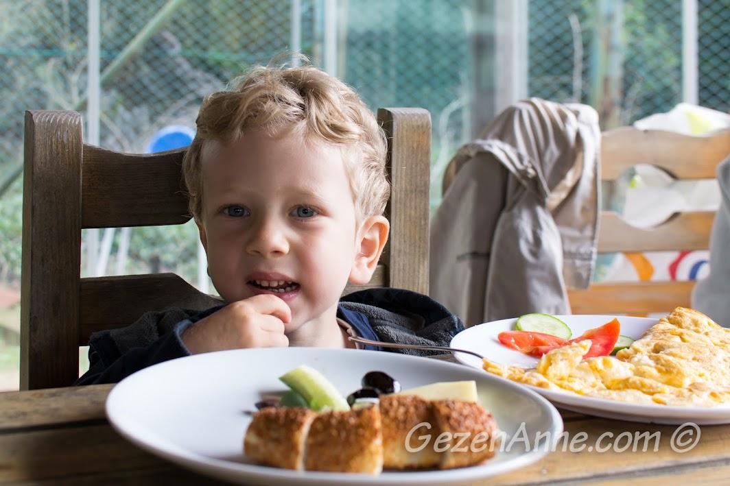 Polonezköy Piknik Park'ta  kahvaltı ederken