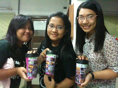 DLSAE casts (from left to right: Ericka - the one who played Laila; Jamie - the one who played Bella; and April - the one who played student for both Mataas na Paaralan ng Ginintuang Puso and Fullbright Academy) with the souvenir tumbler