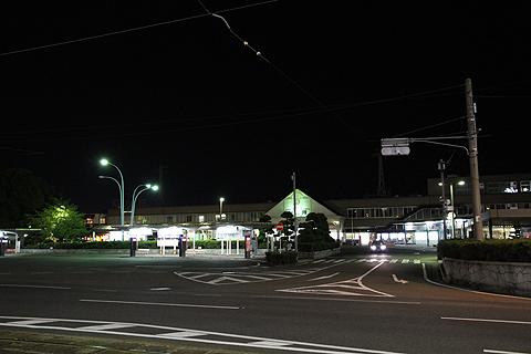 夜のJR松山駅