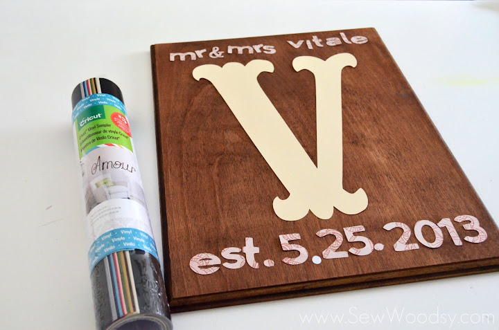 DIY Wedding Monogram Sign from SewWoodsy.com #cricut #wedding #DIY #craft
