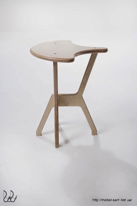 Конструкция стула идентична барному стулу, только чуть поменьше по высоте