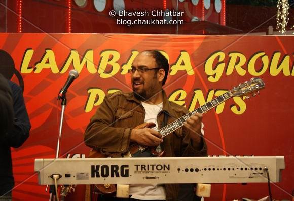 Manoj Pandya of Lambada Live performing at Pune Central on Christmas 2008 Eve, enjoying the sound engineering