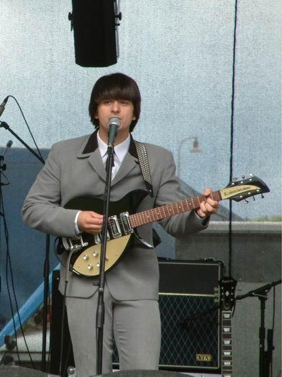 John-Lennon-Guitar-Rickenbacker-325.jpg