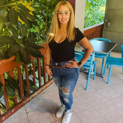 Denisse Melendez Photo 20