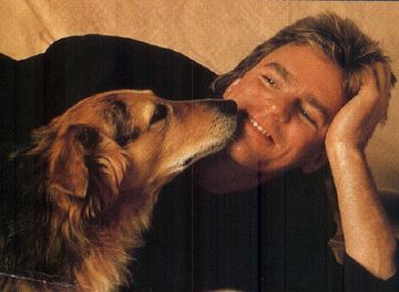 Richard Dean Anderson and a dog