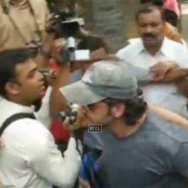 The actor had specifically refused to pose for pictures after he entered the temple complex with papa Rakesh Roshan, mom and wife Suzanne. But some camerapersons came inside to take snaps of the family and this irked Hrithik to the extent that he grabbed the cameraman by his neck and pushed his way out of the temple.