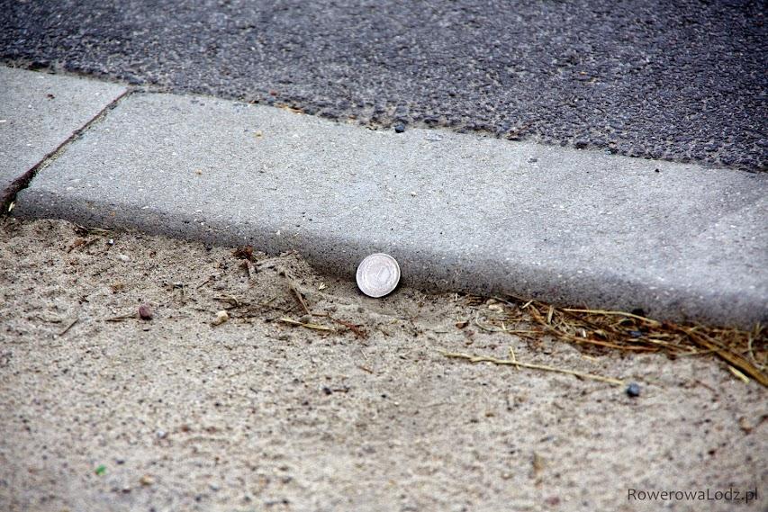 Średnica monety jednozłotowej to 2,3 cm