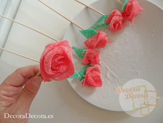 Rosas hechas con regaliz dulce.