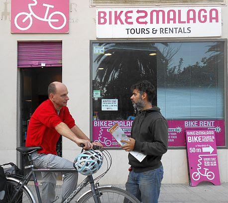 Chris und Vladimir vor bike2malaga; Foto: Anastasia