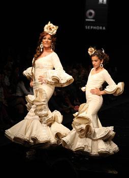Peinados Y Trajes De Flamenca 2011