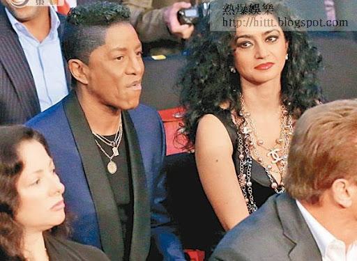MJ的兄長杰明積遜與太太欣賞賽事。