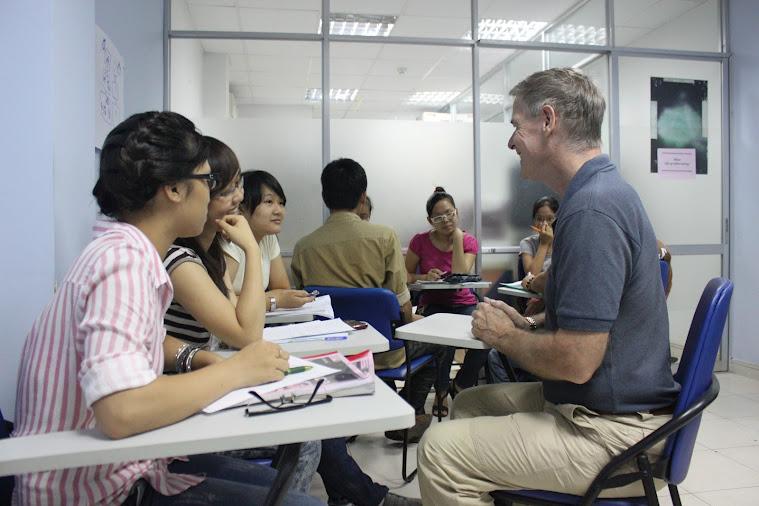 Nâng cao kỹ năng giao tiếp với giáo viên bản ngữ