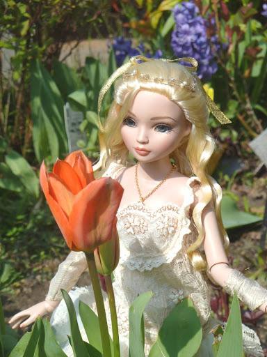 THEME DU MOIS DE MARS 2013 : le printemps, le renouveau, les balades dans la nature - Page 2 LaceItUp%2520au%2520jardin-00