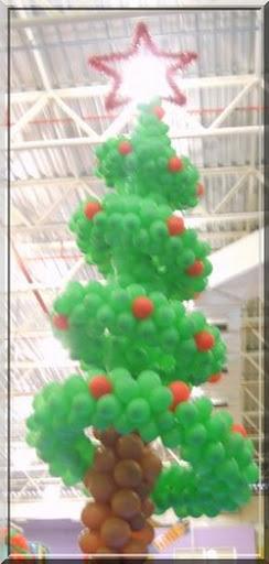 arvore natal com balões espiral