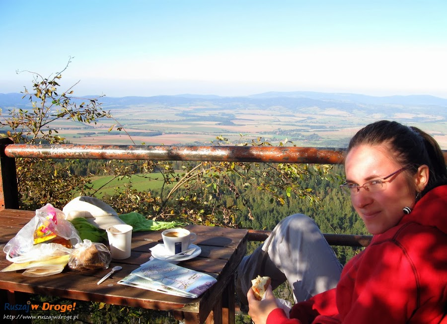 Przerwa na szlaku - kawa w schronisku na Szczelińcu