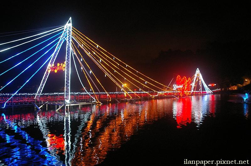 宜蘭龍潭湖情人節鵲橋