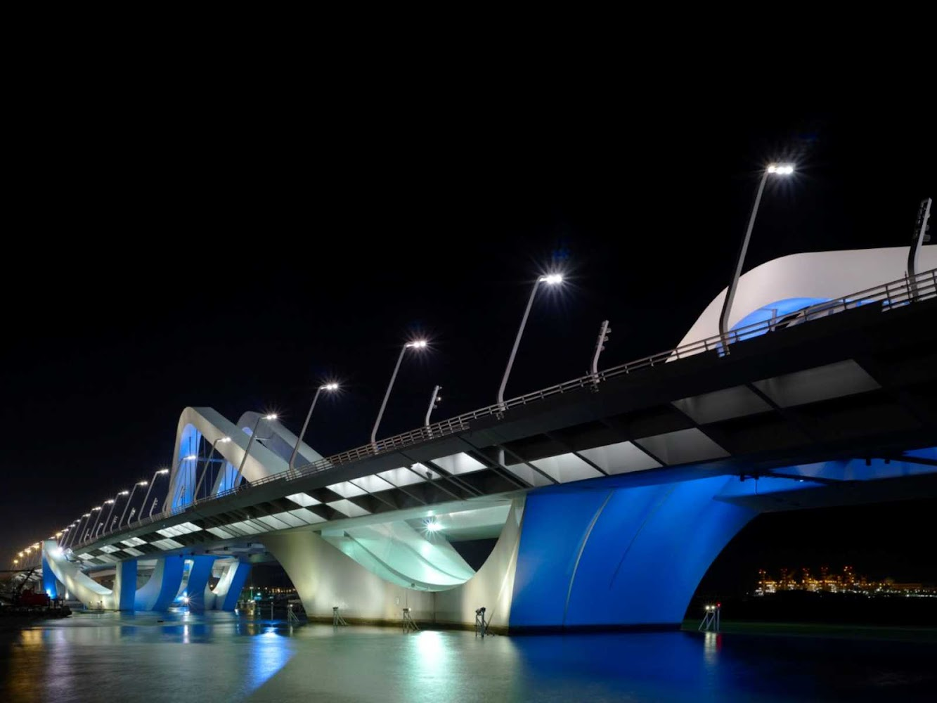 Abu Dhabi - Emirati Arabi Uniti: Sheikh Zayed Bridge by Zaha Hadid Architects