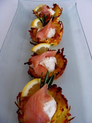 Zemiakové košíčky s créme fraiche a udeným lososom