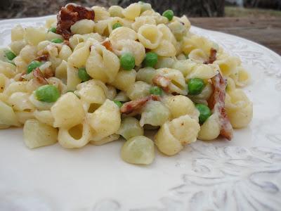 Creamy Mini Shell Pasta Salad With Bacon and Peas | Basilmomma.com