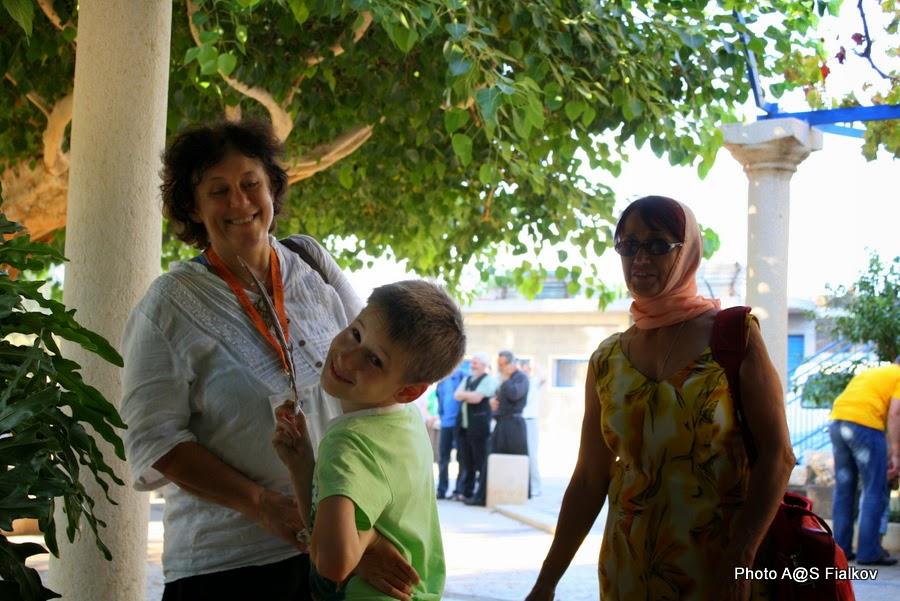 Гид в Израиле Светлана Фиалкова с туристами из Москвы Макаром и Валентиной