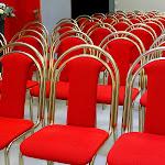 Detail židlí Senta červená