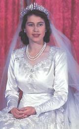 List Of Wedding Gifts Princess Elizabeth : Wedding Wednesday: Queen Elizabeth IIs Gown MYROYALS BLOG