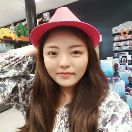 Monica Kim Photo 17