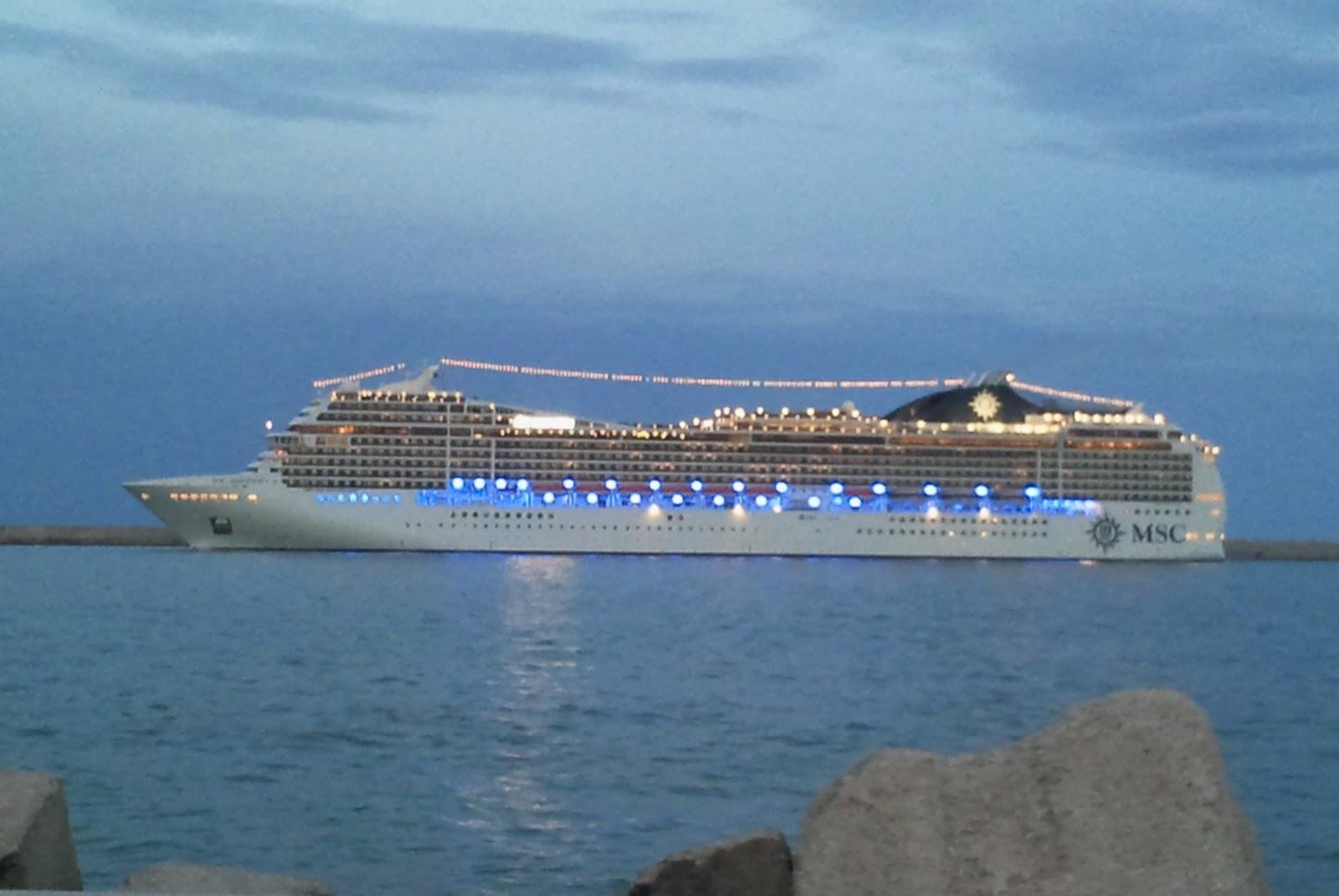 Economia del mare la msc magnifica lascia il porto di bari for Msc magnifica foto