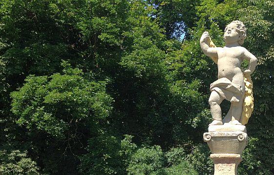 Barocke Figur vor Schloss Weikersheim