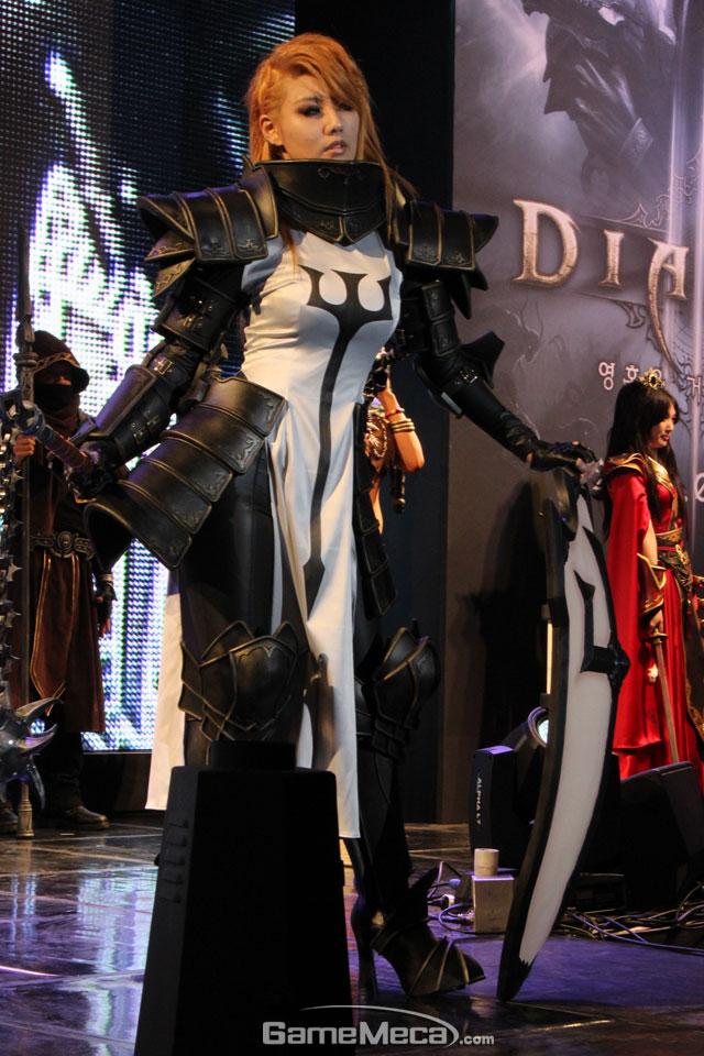 Ngắm cosplay tại lễ ra mắt Diablo 3: Reaper of Souls - Ảnh 3