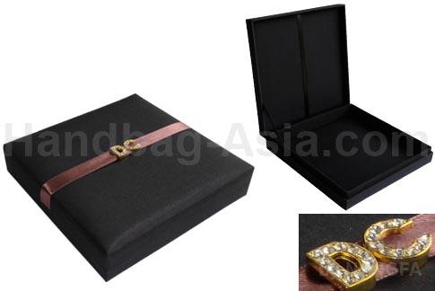 Invitación en caja negra para boda