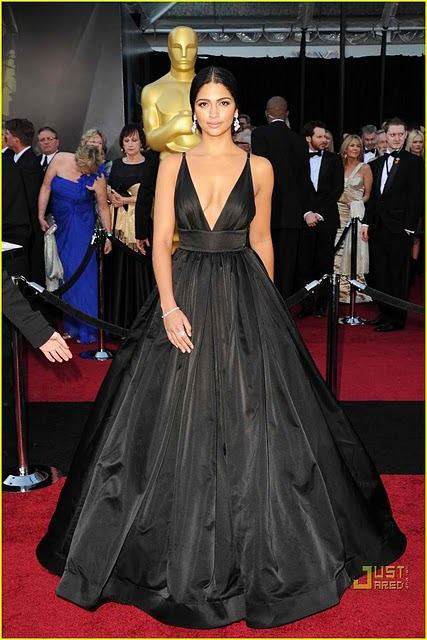 camila alves oscars. camila alves oscar dress 2011.