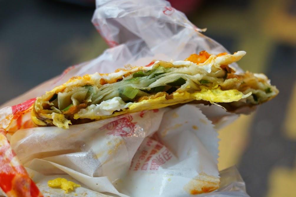 宜蘭羅東夜市【義豐蔥油餅】推薦美食(食尚玩家介紹)