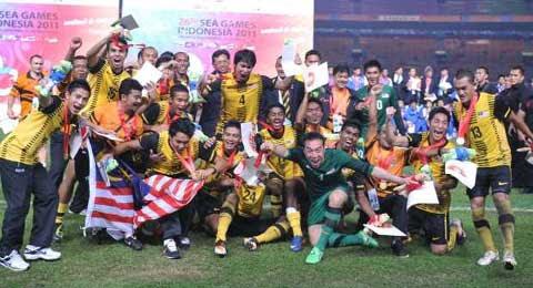emas-bola-sepak-2011