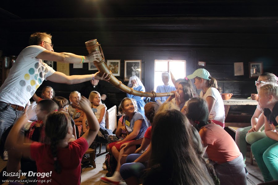 Nauka gry na rogu pasterskim w Kurlawej Chacie