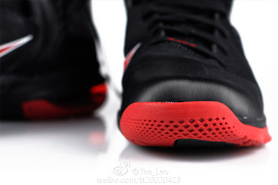nike lebron 9 gr black white red 2 07 LeBron 9 Quotes James Favorite Movie Gladiator. New Photos.