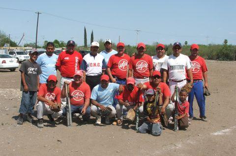 Equipo Diablos del softbol del Club Sertoma.