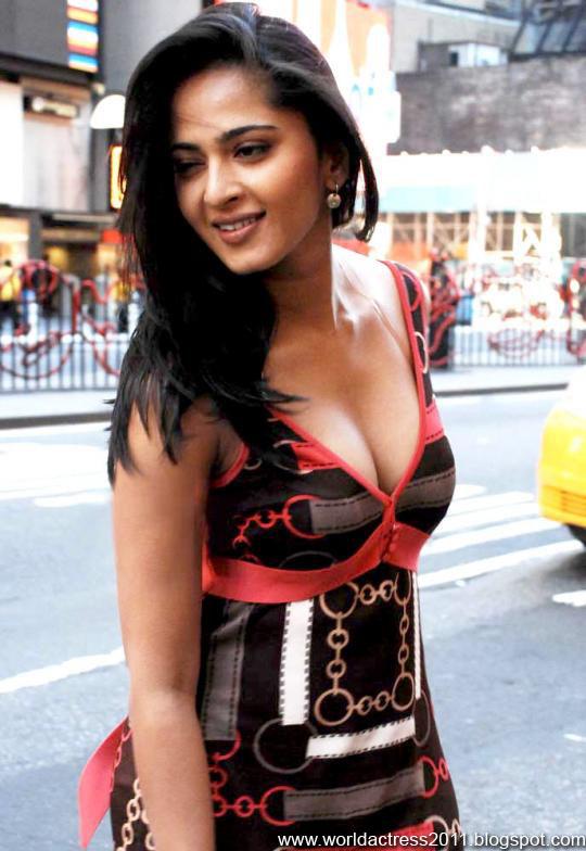anushka Fake,hot,breast,nipple slip,topless