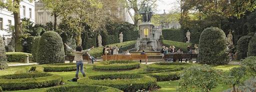 Bruselas Valonia: gente disfrutando de un jardín en Bruselas