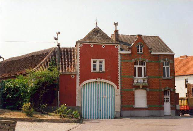 Figuur 10: Het Vroenhof met de poorttoren naast de nieuwbouw.