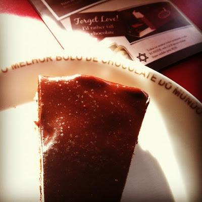bolo de chocolate, melhor bolo de chocolate do mundo, torta com suspiro, mousse de chocolate, O Melhor Bolo de Chocolate do Mundo, restaurante em Lisboa, Lisboa, bolo de chocolate sem açúcar,