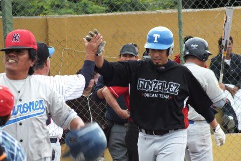 Jesús Olague de Tiburones en la Liga de Beisbol de Salinas Victoria